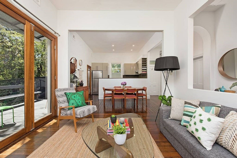 Historic 1890s House With Terraced Backyard Deck H346, Leichhardt
