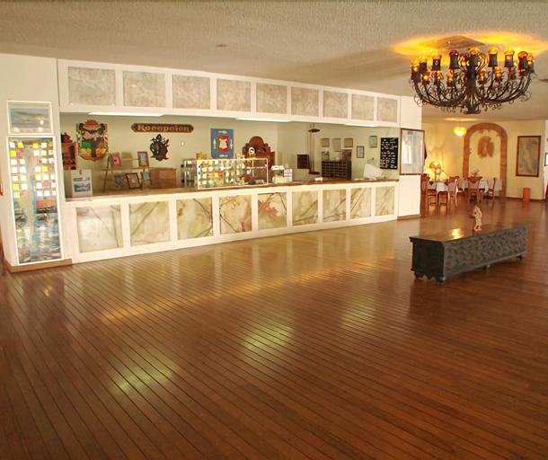 The Halfwaiy Inn, Ensenada