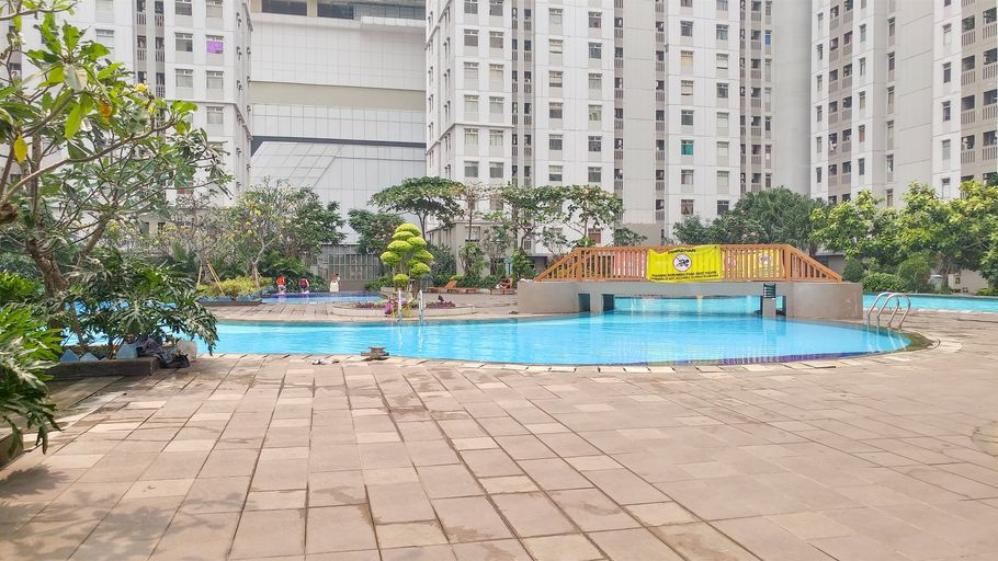Best Price 3BR Greenbay Apartment beside Baywalk By Travelio, North Jakarta