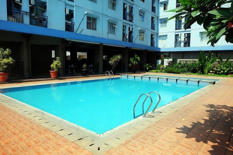 Cozy 2 BR Green Park View Daan Mogot Apartment By Travelio, Jakarta Barat