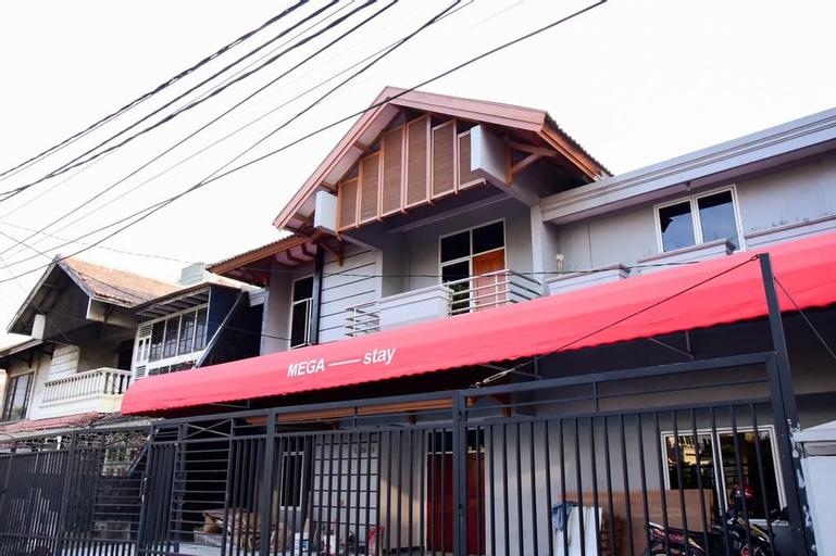 RedDoorz Plus near Mall Kelapa Gading, East Jakarta