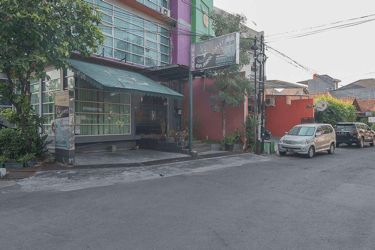 RedDoorz Plus near Undip Pleburan, Semarang