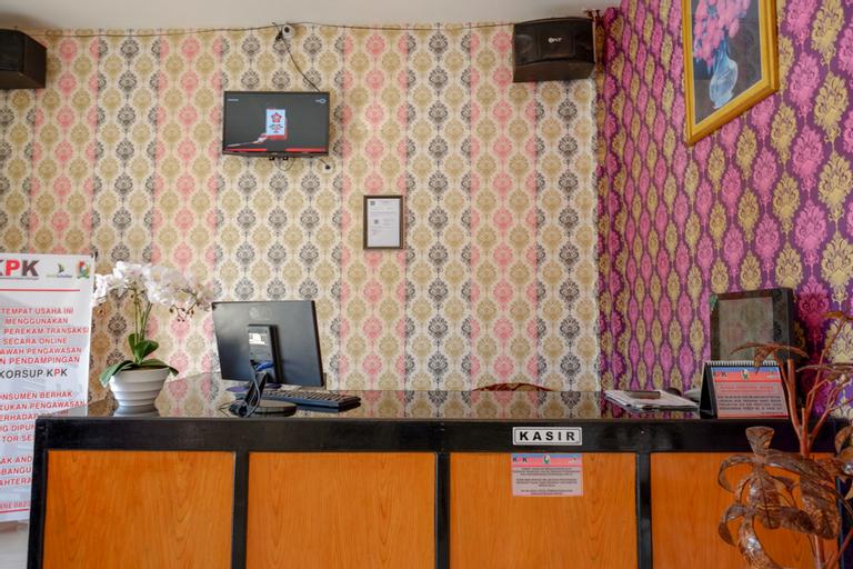 RedDoorz @ Hotel Grand Aulia Majene, Majene