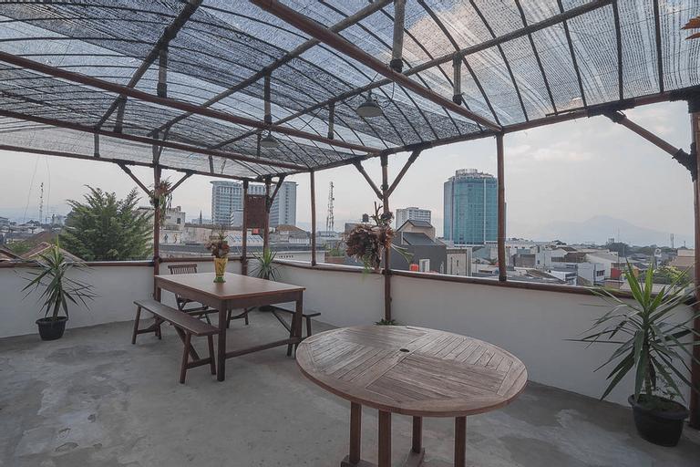 RedDoorz Hostel near Braga Citywalk, Bandung