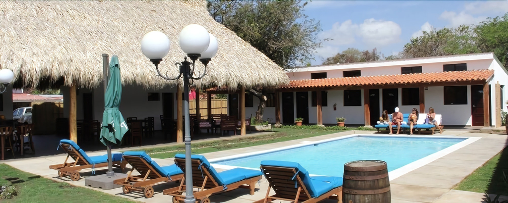 Machele' s Place Beachside Hotel & Pool, Tola