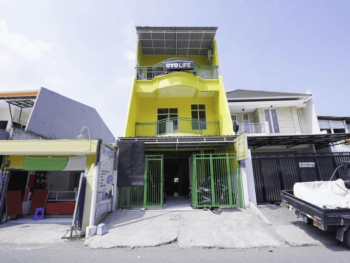 OYO 2573 Griyo Kost Putra 205, Surabaya