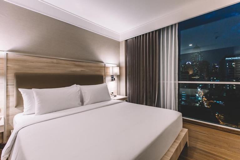 Adelphi Suites Bangkok, Wattana