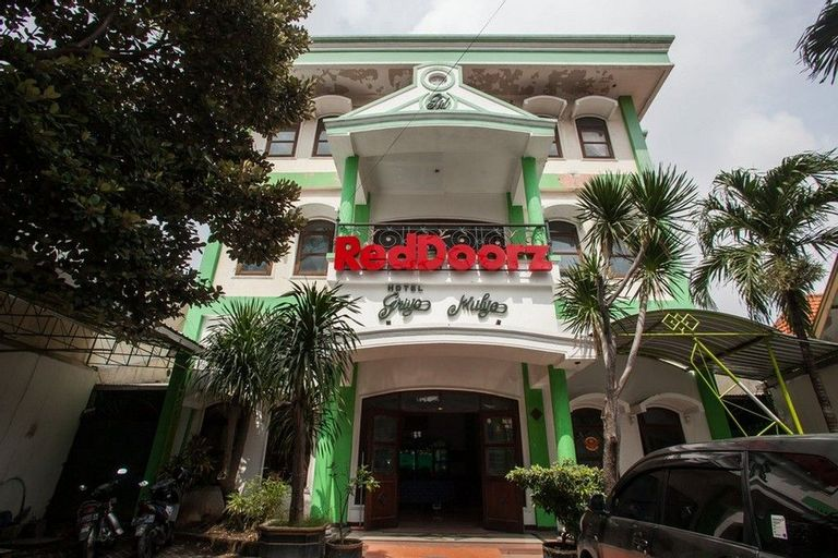 RedDoorz @ Genteng Surabaya 2, Surabaya