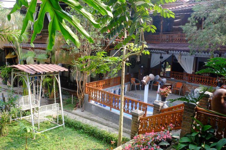 Badjoeri Ethnic Wooden Homestay, Bandung