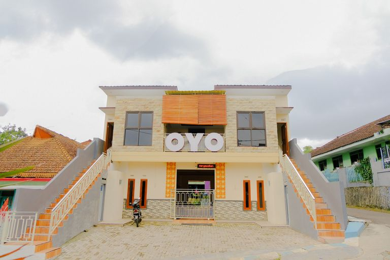 OYO 605 Queen Homestay, Malang