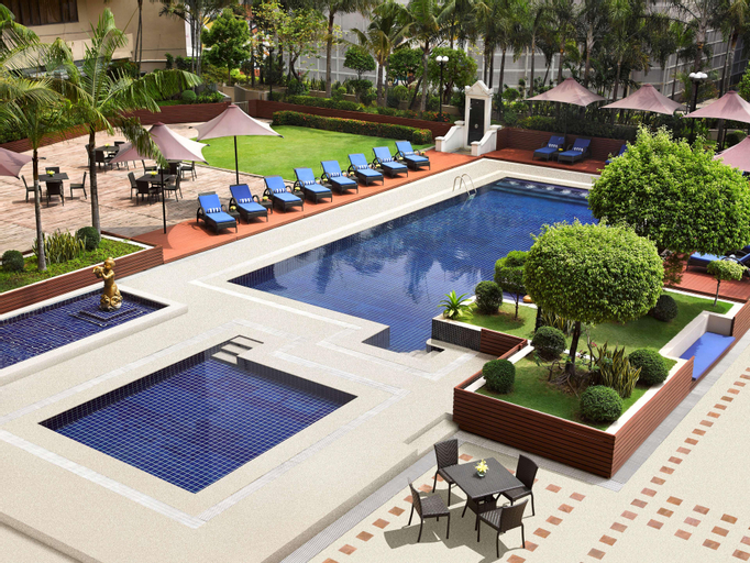 Dusit Thani Manila (Multiple-Use Hotel), Makati City