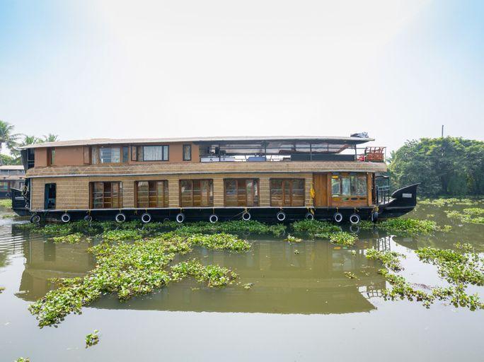OYO 24920 Indraprastha Royal Castle Sharing Houseboat, Alappuzha