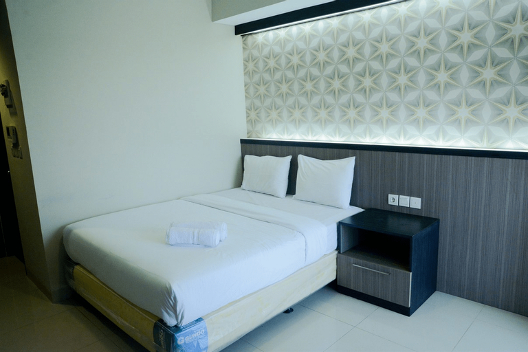 Best Location Studio Room Atria Residence Apartment Gading Serpong By Travelio, Tangerang