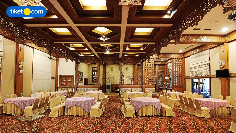 Singgasana Hotel Surabaya, Surabaya