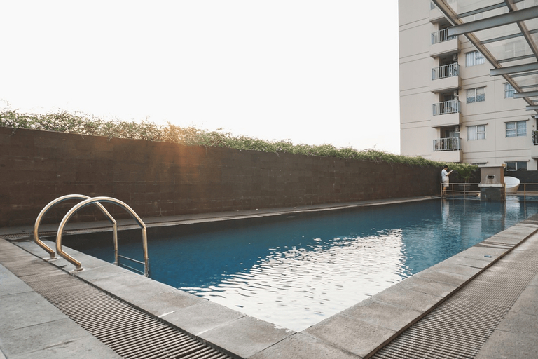 Comfortable 3BR with Japanese Style Livingroom Belmont Apartment By Travelio, West Jakarta