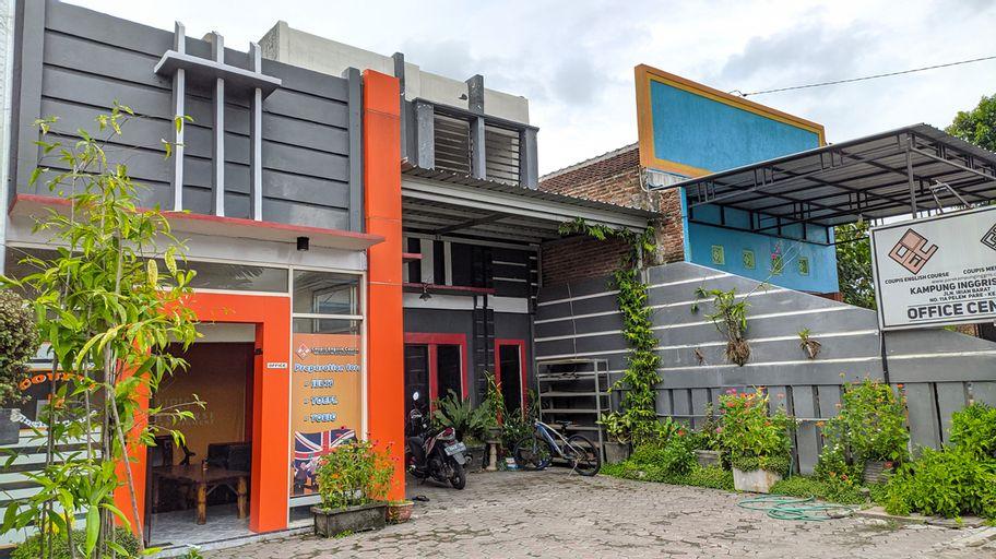 OYO 3012 Coupis Guesthouse, Kediri