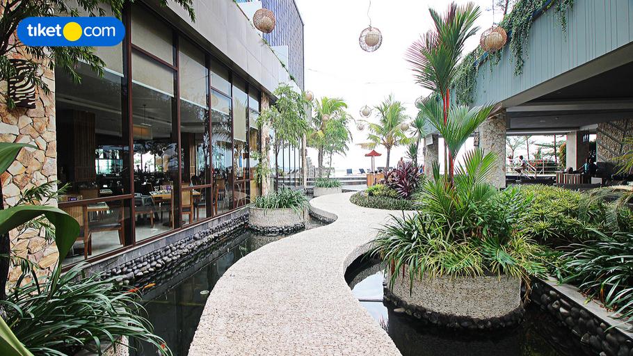 The Rinra Makassar, Makassar