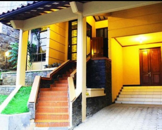 De Orange Pasteur Guest House by HouseinBandung, Bandung