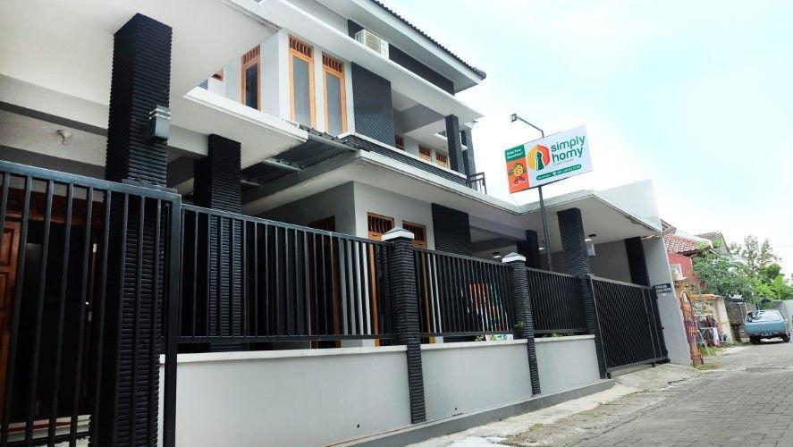 Simply Homy at Gejayan ( 6 Bedrooms at city center), Yogyakarta