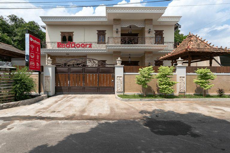 RedDoorz Syariah Near Exit Toll Banyumanik, Semarang