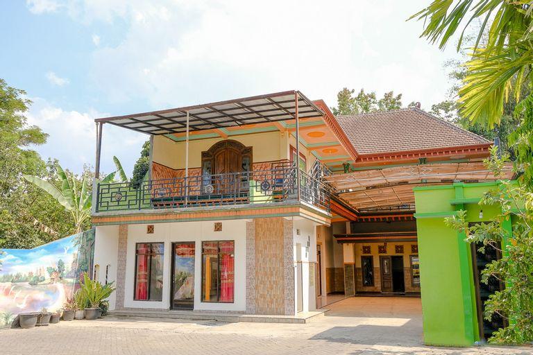 OYO 1689 Sumber Urip Family Homestay Syariah, Malang