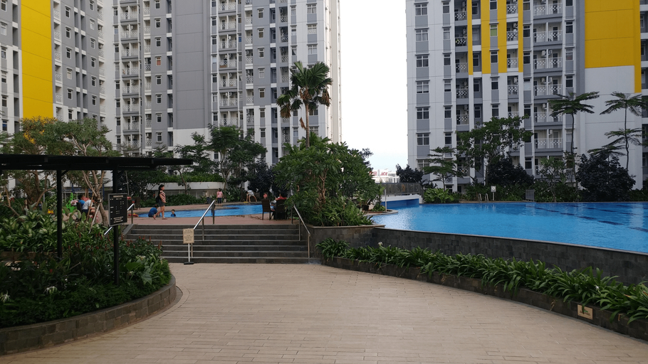 Spacious 2BR Springlake Apartment near Summarecon Mall By Travelio, Bekasi