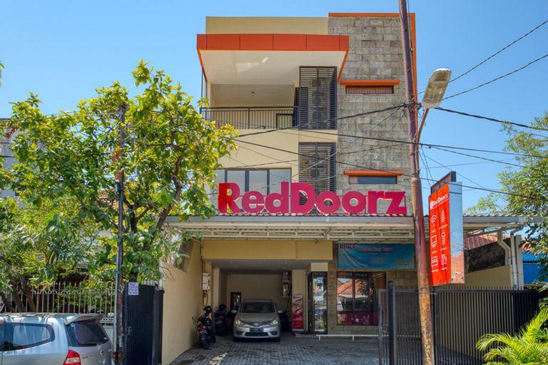 RedDoorz Syariah near Airlangga University Campus B, Surabaya