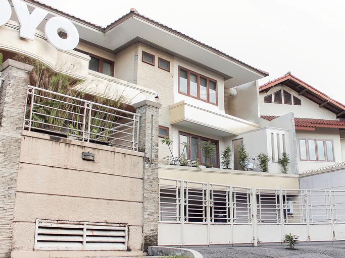 OYO 123 Puri Lotus Near Siloam Hospitals TB Simatupang, South Jakarta