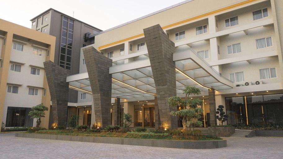 Pollos Hotel & Gallery, Rembang