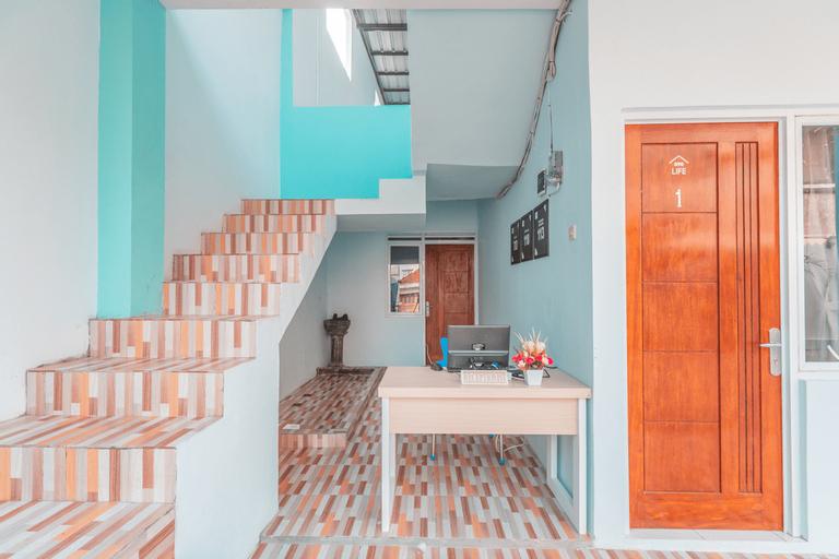 OYO Life 2445 Gardenia Residence, West Jakarta