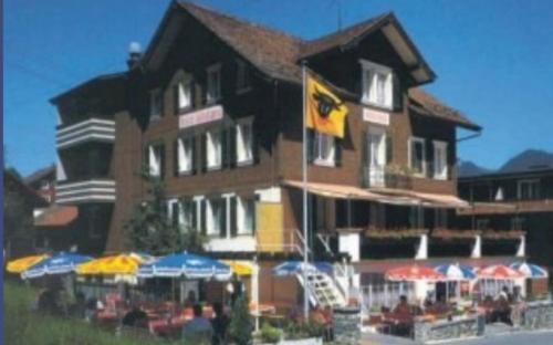 Hotel Montana, Uri