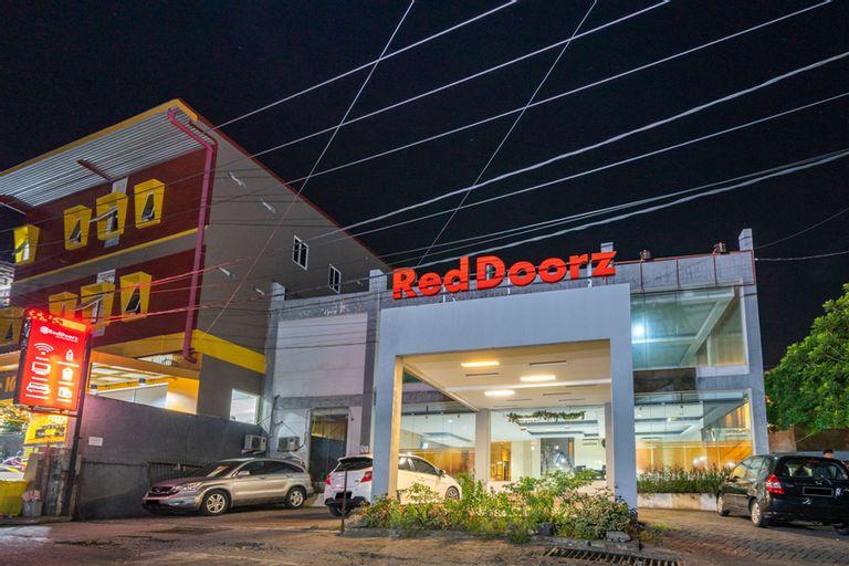 RedDoorz near Bahu Mall Manado, Manado