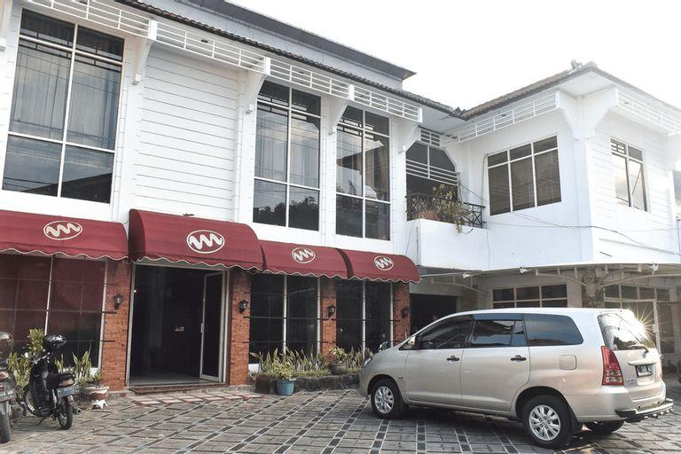 RedDoorz near Kampung Warna Warni, Malang