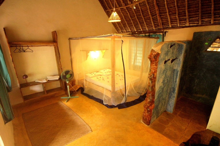 Distant Relatives Ecolodge & Backpackers, Kilifi North
