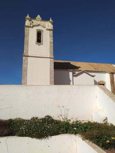 Home Village, Vila do Bispo