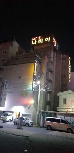 Naviya Motel, Jung