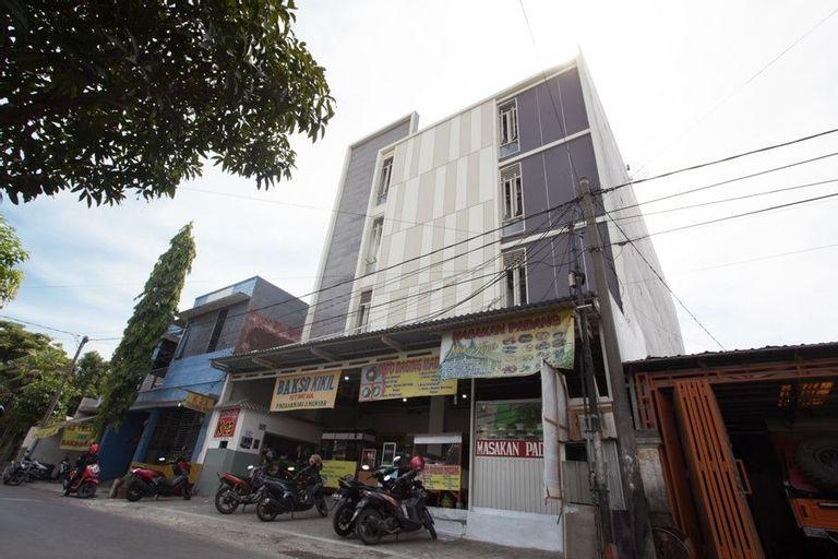 RedDoorz Plus Near UPN Rungkut, Surabaya