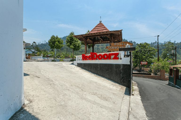 RedDoorz near Grojogan Sewu Tawangmangu, Karanganyar