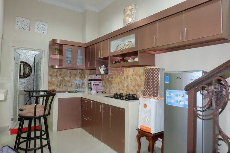 Simply Homy at UTY (3 Bedrooms 10 minutes to Monjali), Sleman