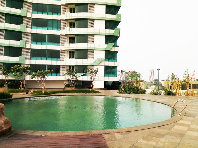 Comfy and Modern 2BR Grand Kamala Lagoon Apartment By Travelio, Bekasi