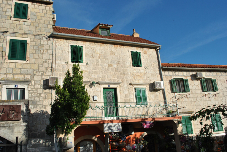 Apartment on the square, Makarska