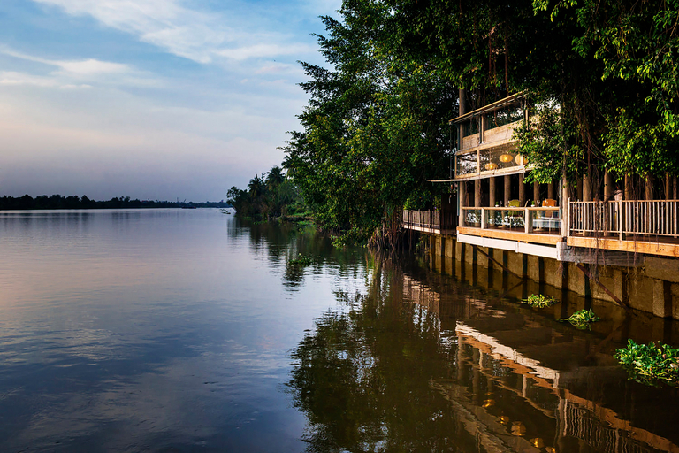 An Lam Retreats Saigon River, Thuận An
