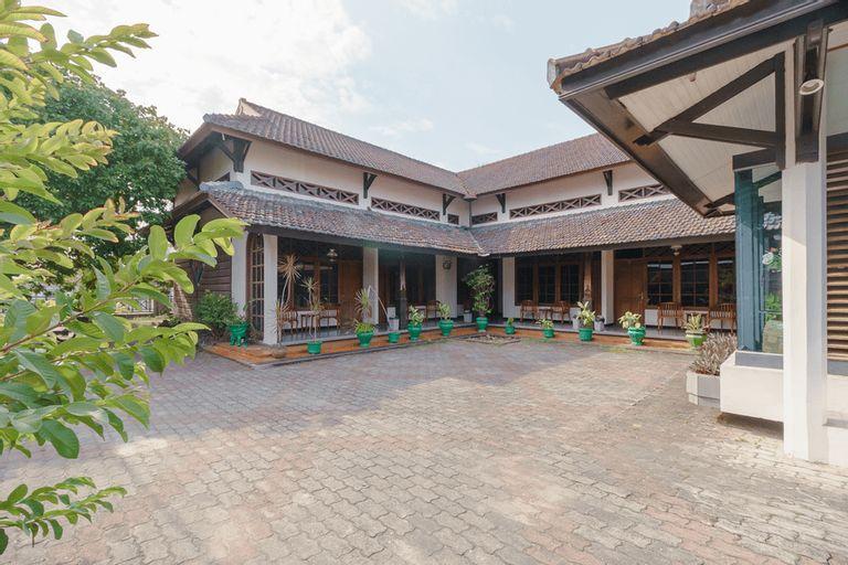 RedDoorz near Transmart Pangkal Pinang, Central Bangka