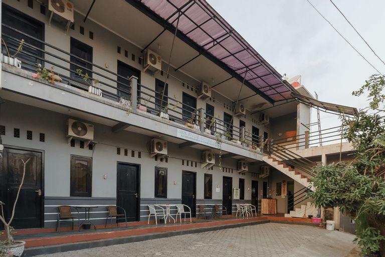 RedDoorz Syariah near Ciledug Station, Cirebon