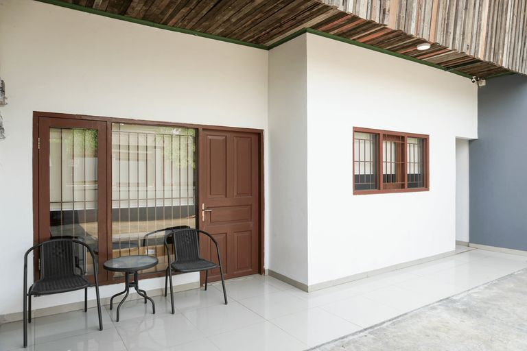 Spacious Attic Studio 2nd Floor at Meruya 8 Puri Kembangan By Travelio, West Jakarta