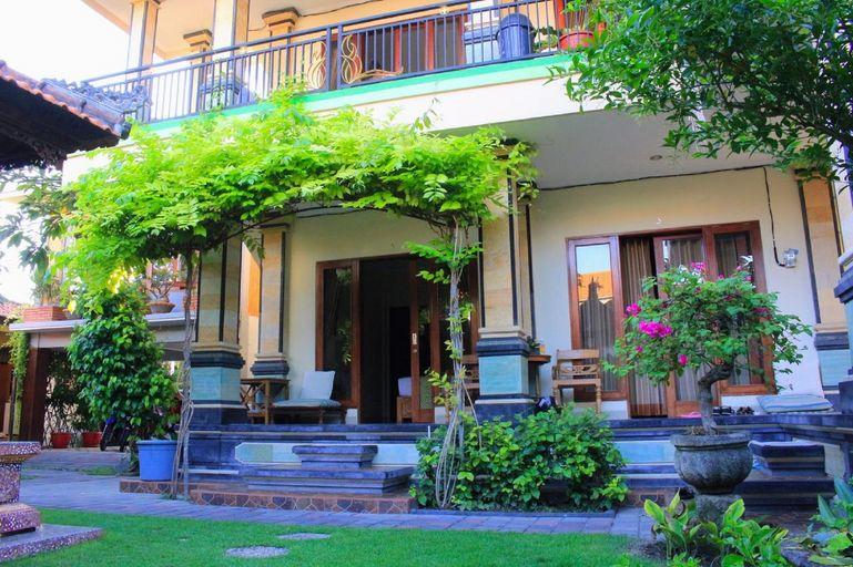 CR Tris Rooms Seminyak, Badung