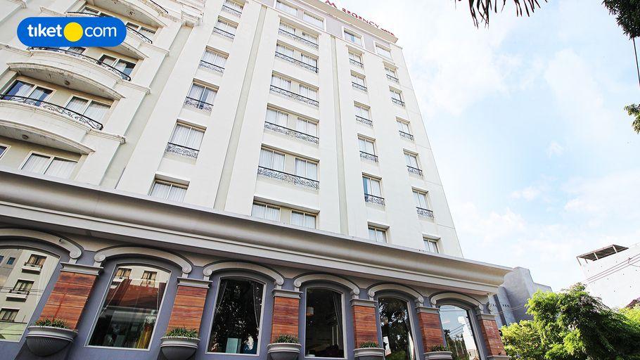 M-Regency Makassar, Makassar