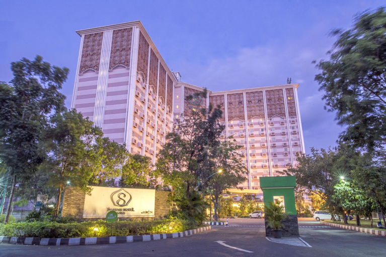Syariah Hotel Solo, Solo