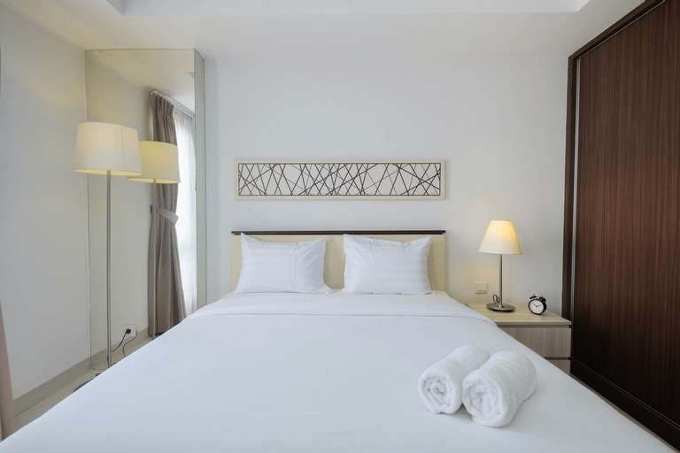 Luxury Studio Room at Azalea Suites Apartment By Travelio, Cikarang