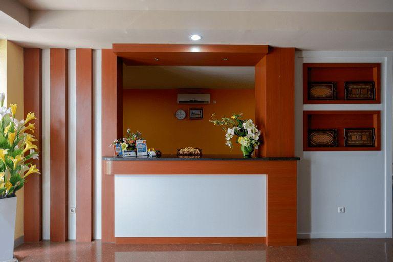 RedDoorz Plus @ Cameloan Hotel Palu, Palu